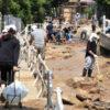 酷暑の復旧 スコップ抱え住民総出で土砂掻き出す 高校生・大学生ボランティアも貢献