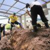 豪雨災害から1週間 身内だけでは限界の復旧作業 広島被災地の現場から