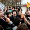 拡大する搾取政治変革の要求 フランスから欧州各地へ飛び火